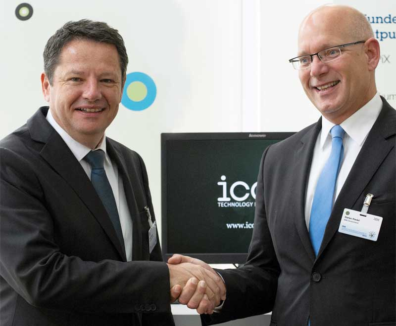 Uwe Seltmann, majority shareholder of the icon group (left) and Stefan Riedel, Vice President Insurance, IBM Germany (right)
